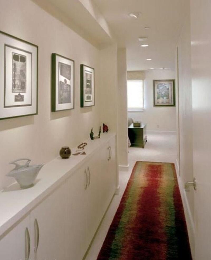 Узкий — не значит неудобный: стильные идеи для узкого коридора
