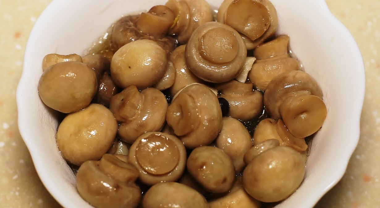 Pickled mushrooms in 5 minutes
