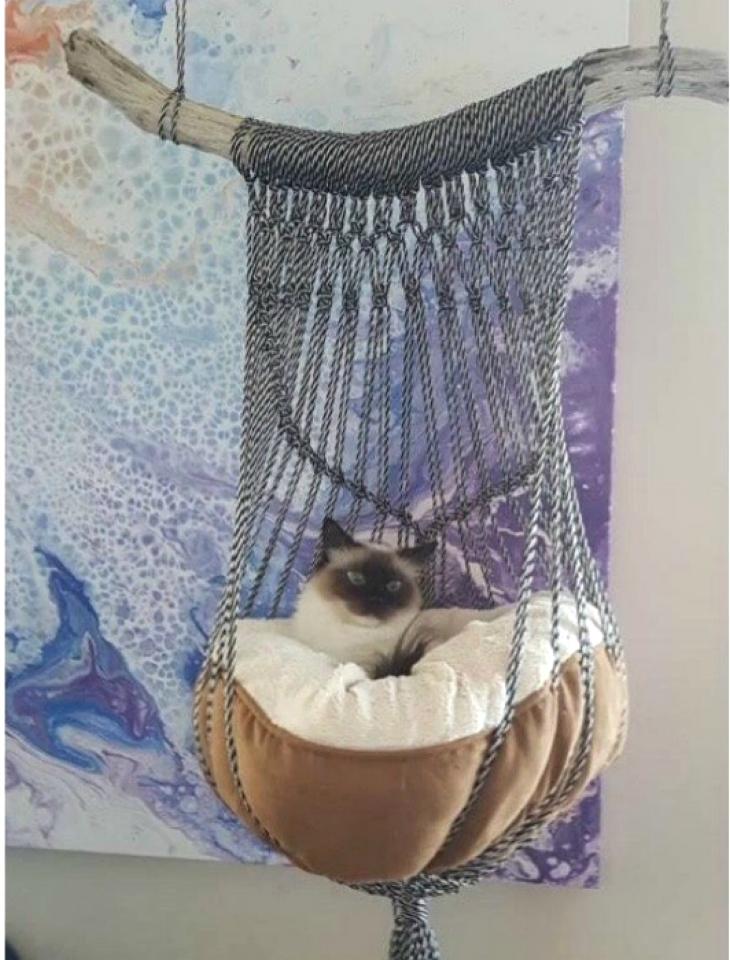 Подвесная плетеная лежанка